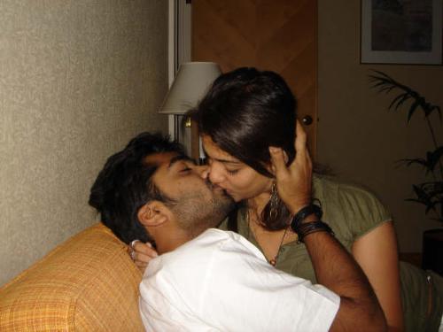 kiss - simbhu nayanthara kissing!!!