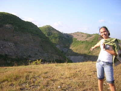 i love the view - This was taken last Sunday at San Carlos Heights where we had our nature hike towards the top of the mountain. It's so nice in here. :)