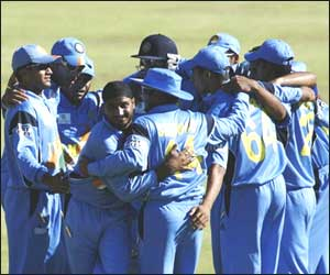 India - Indian team in a huddle