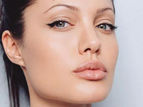 angelina jolie..... - she is an actresss... got it from google....