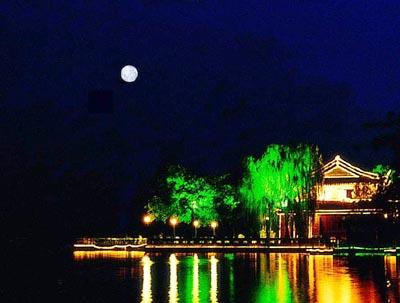 scenery - a moonlit scene in Hangzhou