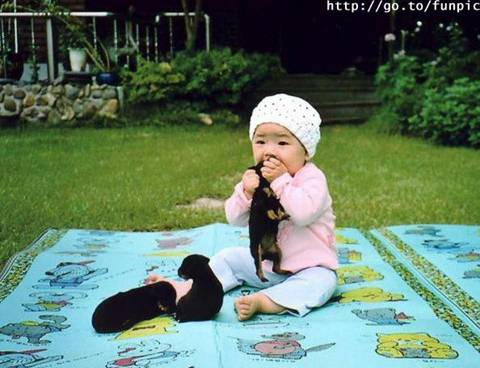 baby eating hot dog! - luv dis pic!da baby is so cute in dis pic!