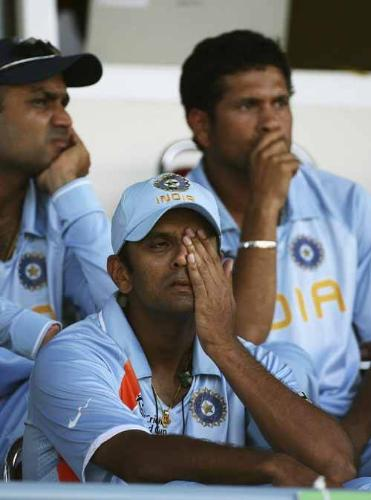 what to do - Three Cricketer siting helpless