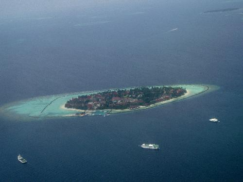 An tiny island in the Maldives - My flight over all the beautiful little islands was amazing. I could see the lovely blue ocean and the delight of all the boat activity below.