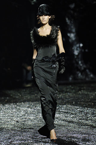 fashion color - Is black still the unchangeing theme color this summer?