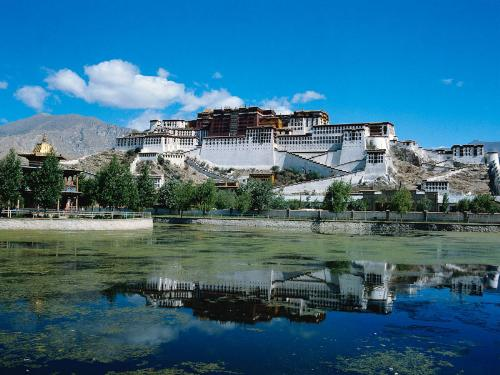 The Potala Palace - The Potala Palace is one of the world cultural and natural heritage. It is famous for its magnificent and mysterious landscape.