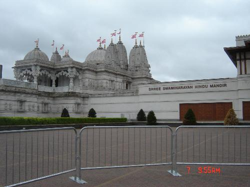 BAPS Swaminarayan Temple - The largest hindu temple outside India.