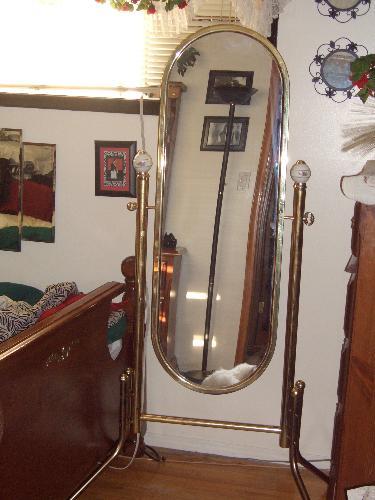 Stand up mirror - Garage sale stand up mirror