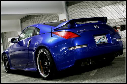 Blue 2003 Nissan 350Z with