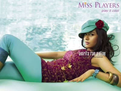 amrita loooking hot  - hye friends what do u think about this photo dosent she looks hot in this