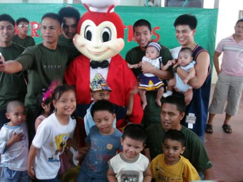 mc monalds or jollibee love kids - which do you prefer to eat