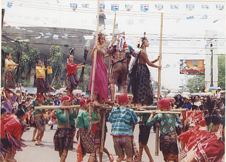 Kadaywan Festival - This is the festival in DAvao City which highlights Davao Region's tribes and harvest.