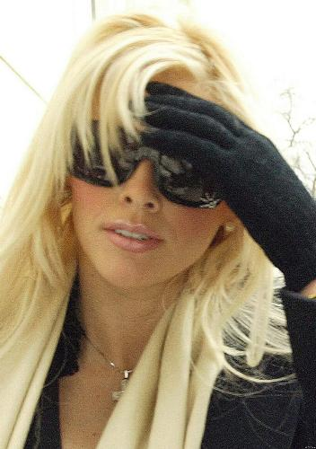 platinum blonde hair with black. Tags: lack gloves , londe