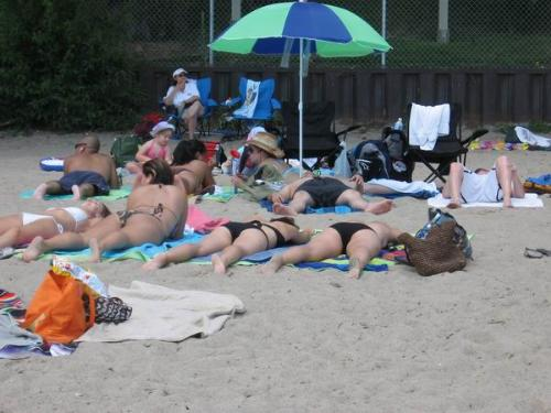 beach - People are exposed to sunlight.