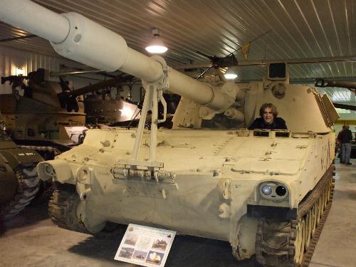 howitzer tank - Zeet in a howitzer tank