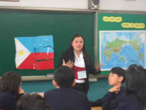 teaching Korean pupils - oh i was so amazed how well they can put together the Philippine flag puzzle