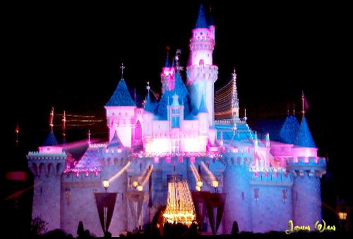 Disney Castle - This is a picture of the Disneyland castle