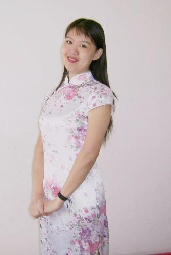 "I like Chinese""Qipao"" very much - Qipao is my country traditional dress.The style is unique and antique. It is distinctively Chinese.I like Chinese""Qipao"" very much."