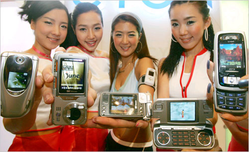 some latest mobile phones - the pictures of some latest mobile phones introduced by LG. these mobiles are targeted at younger users.