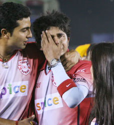 Sreesanth crying - sreesanth crying after getting a slap from harbhajan. in the picture, you can see prieti zinta and vrv sing consolating him.