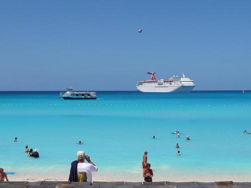 Bahamas - this is taken by my aunt in bahamas. the big ship is their cruise ship.