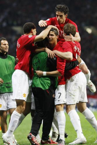 Joy of Manchesther United - Manchester united players enjoying after winning the penalty shootout.