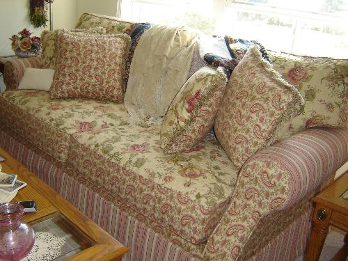 Pretty Couch Sofa A Pretty Floral Couch Sofa With Pink