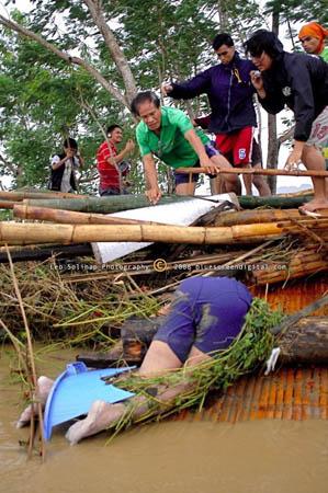 typhoon frank in Iloilo - Found a dead man after the attacked of typhoon frank in Iloilo, Philippines