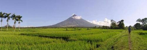 Mayon Volcano - Just a another nice view.. =)