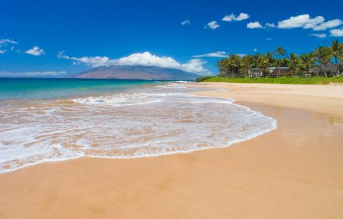 Maui Beach - Only think you need at that beach is a cold drink!