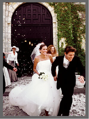 A happy married couple at the church doorstep. - 299 x 399 - 45k - www.samedaymarriage.com/.../images/marriage5.jpg