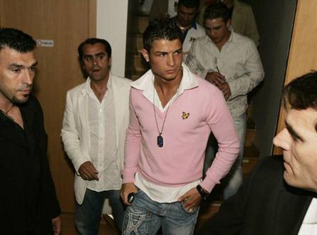 Cristiano ronaldo pink - Nice pink crew-neck :P
