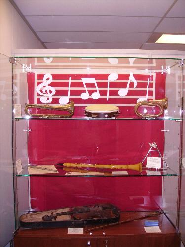 museum display - museum display on music