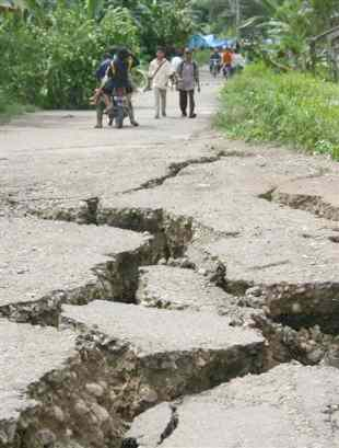 An earthquake - An earthquake in the middle of the town.