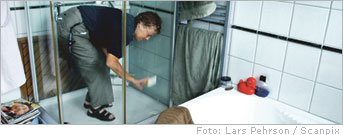 Cleaning your home! - Cleaning the bathroom