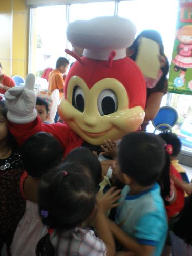 jollibee pictures - Jollibee is loved by kids