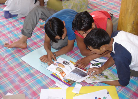 book reading - The students who are reading the books combindly