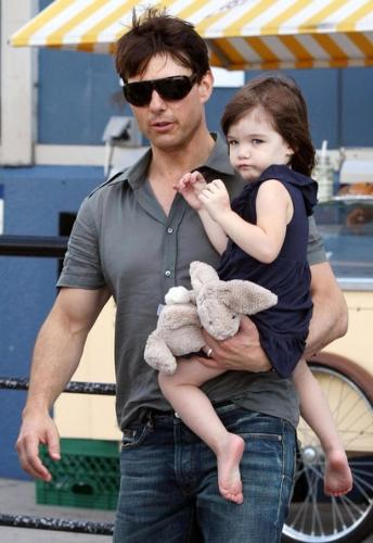 tom cruise with suri his sweet and cute daughter - this is tom cruise, my favourite hollywood actor, really he impressed me a lot. now a days i am searching his each and every unseen movies from any of stores of my area, waiting for next release..