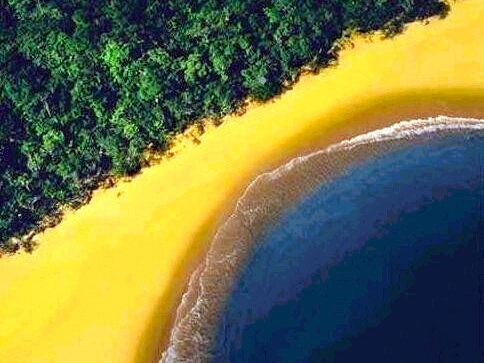 Brasil - A beach that looks like brasilian flag