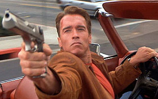 Arnold as Slater - Good fun as a detective in LA