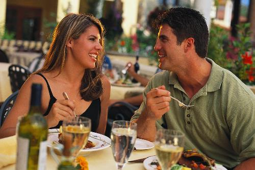 Eating in restaurant, advantages and disadvantages - eating in a restaurant have both advantages and disadvantages.