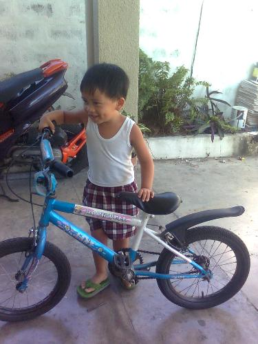 he wants to learn how to ride a bike.. - at the age of 3, he want to learn how to ride a bike on his own..