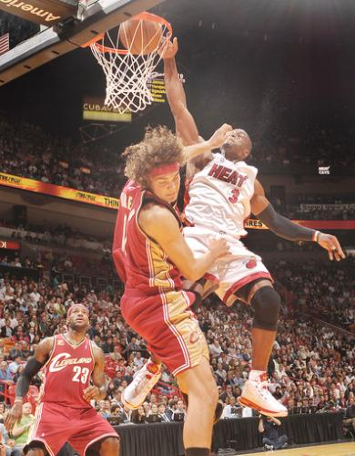 Dwyane Wade Dunking on