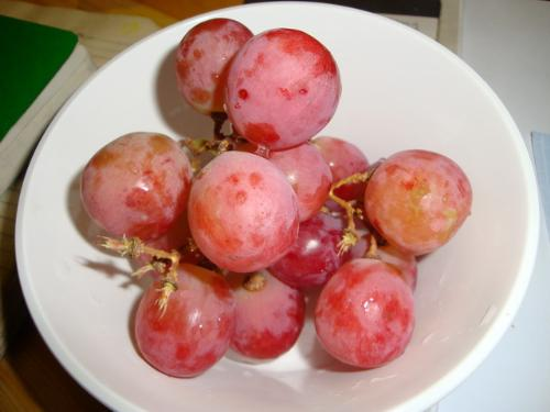 the grapes on my table now! - i wish seedless grapes are as much heavily packed with anti-oxidants as its counterpart.