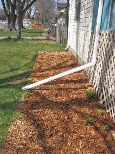 Flower Bed - laid the mulch here as well today.