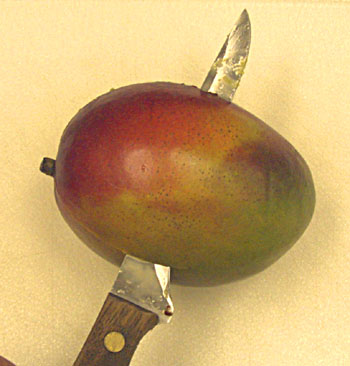 Cutting a mango - At last I think that I have found the way!!