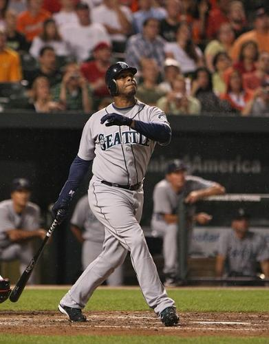 Ken griffey,JR - If he would of stayed healthy Griffey probaly would of broke the career home run record!