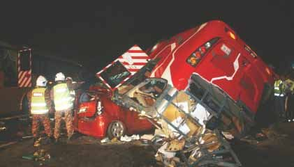 Express Bus Crashed - The express bus crashed into 5 cars and caused 12 peoples died at the spot.