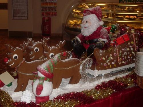 Gingerbread Santa - An edible Santa's sleigh and reindeer!