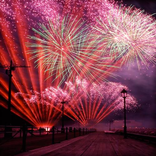 Midnight firework - The world renowned Midnight Fireworks Display is the grand finale on the New Year's Eve. The sky bursts into an epic fireworks show to signal the start of a New Year.